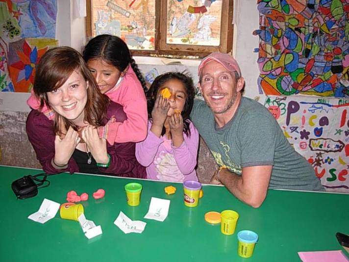 Me, a fellow volunteer, and the kids playing Play-doh pictionary! They'd never seen play-doh before, so you can imagine it quickly become a loco classe!