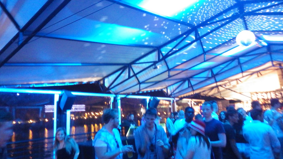 Budapest @ Night ~ Carbonated Vodka Shots, Boat Rampages, and Fresher's Vibes.